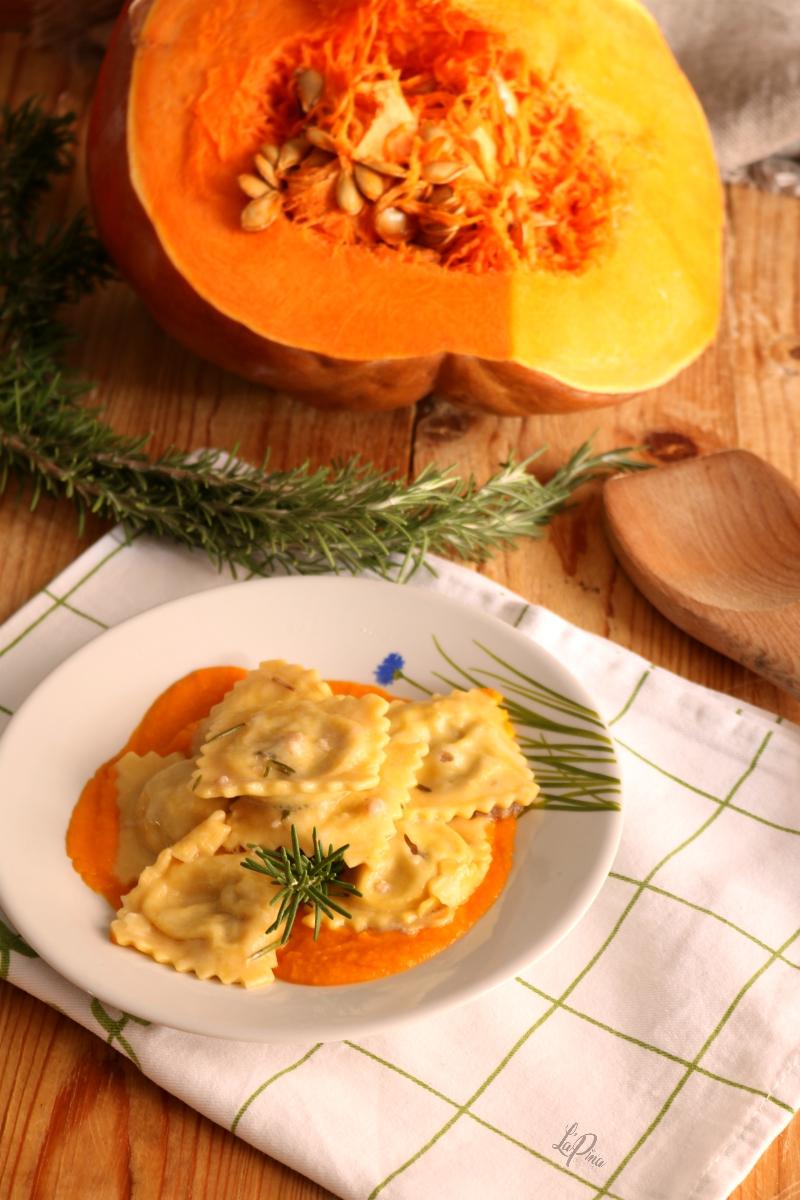 Ravioli alla zucca con salsiccia e rosmarino 2