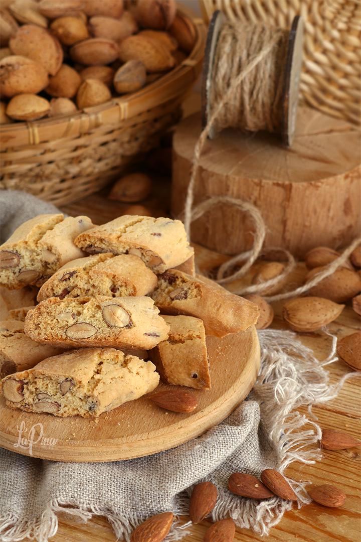 biscotti con le mandorle: i miei cantucci - l'aPina in cucina