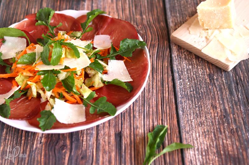 Carpaccio di bresaola con insalatina