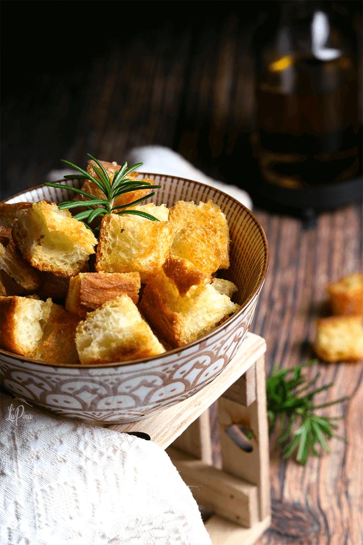Crostini di pane - l'aPina in cucina
