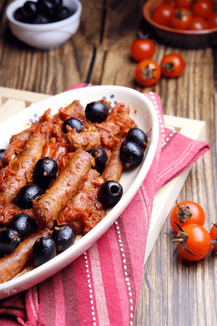 Salsiccia con pomodorini e olive - l'aPina in cucina