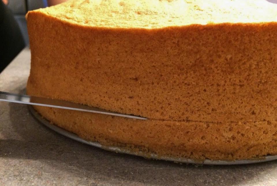 Pan di spagna alto e soffice perfetto per essere farcito piovono ricette - Glassa a specchio su pan di spagna ...