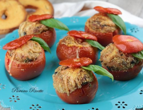 Pomodori ripieni di frisa, melanzane e provolone