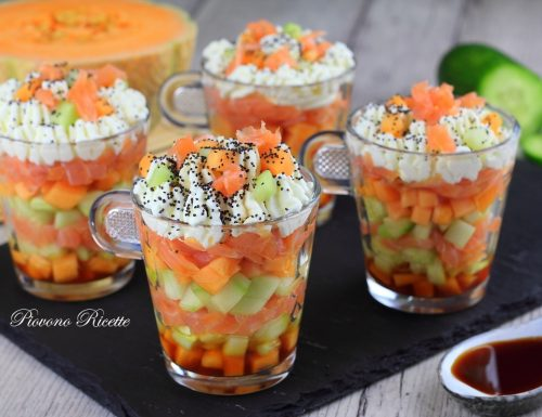 Bicchierini di salmone, melone e cetriolo