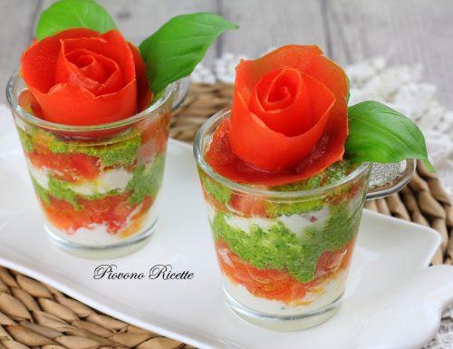 Bicchierini salati con burrata pesto e pomodori