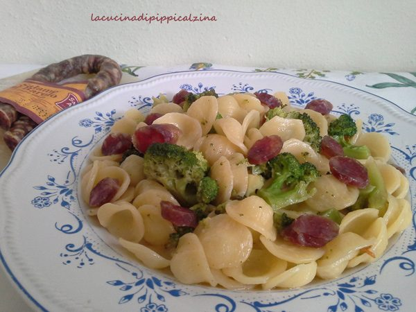 Orecchiette con broccoletti e salame al Barolo