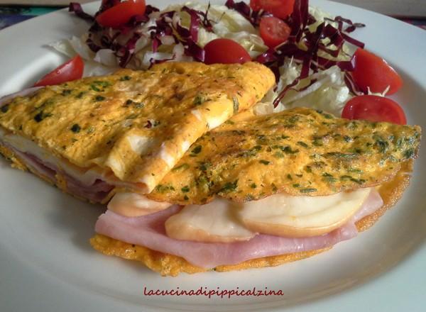 Omelette alle erbe con prosciutto e scamorza