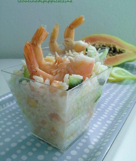 Insalata di riso basmati con cetriolo gamberi e papaia