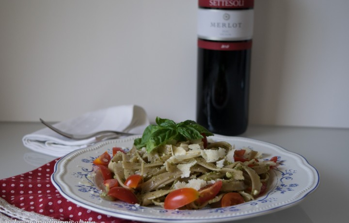 Pasta pomodorini pesto e pecorino