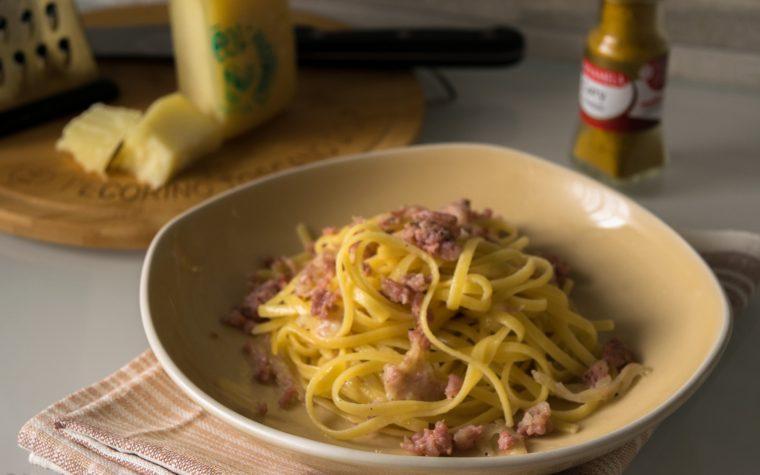 Tagliolini in salsa al pecorino con salsiccia