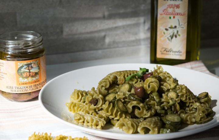 Pasta con zucchine e olive taggiasche
