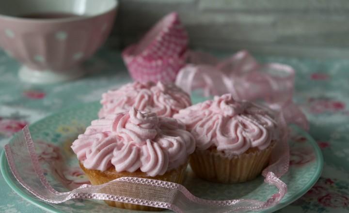 Muffin rosa con frosting al mascarpone