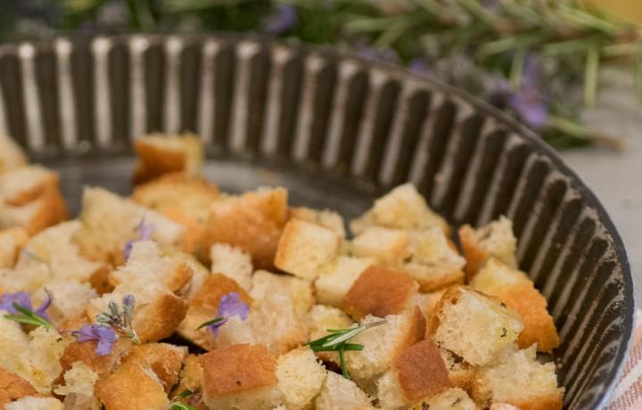 Crostini di pane aromatici