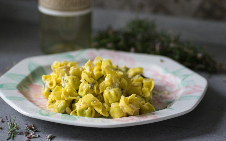 Nodini ricotta e spinaci con pesto al rosmarino