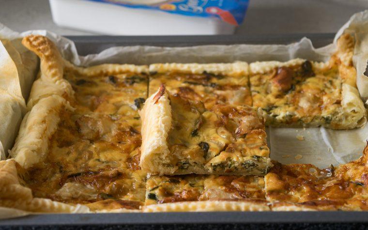 Sfoglia con cipolle caramellate, rucola e gorgonzola