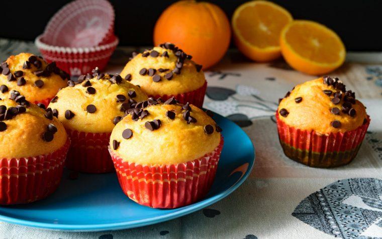 Muffin alle arance e gocce di cioccolato