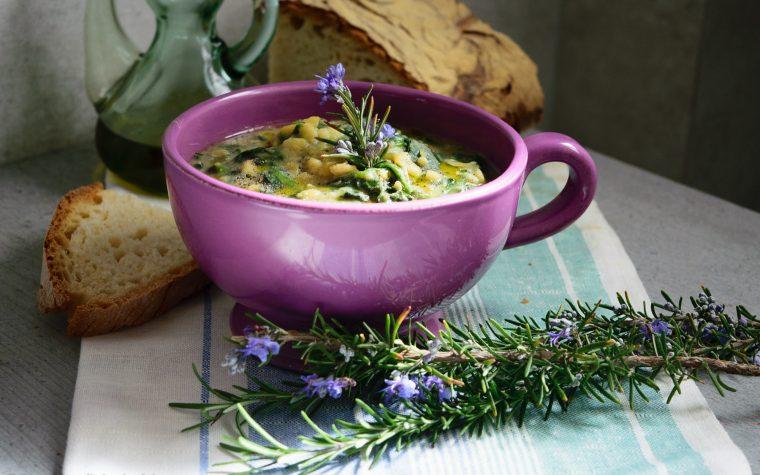 Zuppa di fave e spinaci