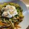 Spaghetti senza glutine con verdure, burrata e pesto