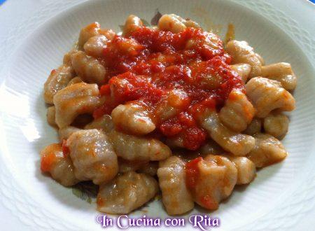 Gnocchi di patate viola e sugo al basilico