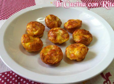 Mini muffin di frittata con prosciutto cotto e formaggio