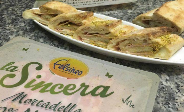 Rotolini di pizza con mortadella e pistacchio