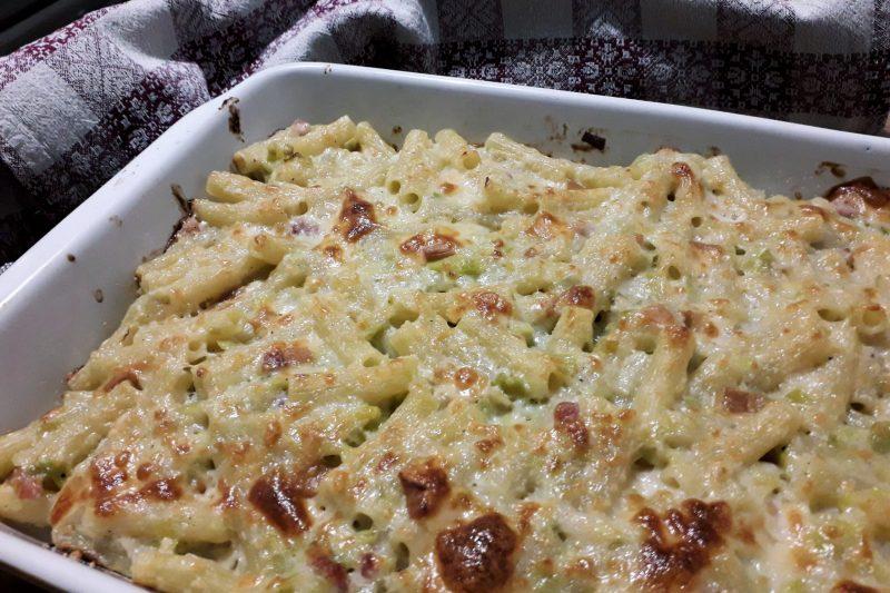 Pasta al forno con porri,pancetta e scamorza affumicata
