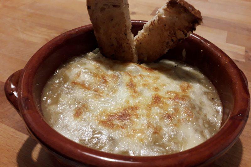 Zuppa di cipolle – soupe à l'oignon