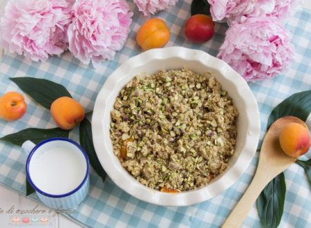 Crumble di albicocche e pistacchi