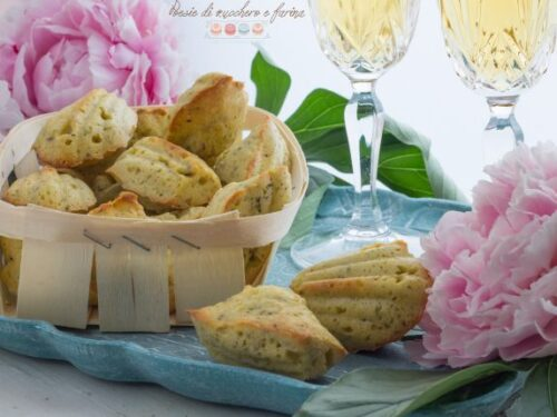 Madeleines salate con caprino e pistacchi