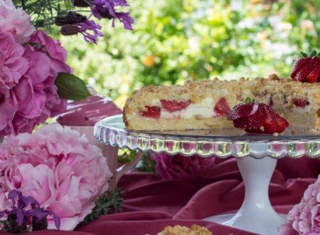 Torta crumble con ricotta e fragole