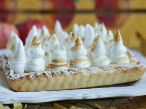 Crostata di crema, mele e meringa