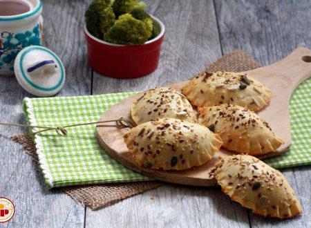 Panzerotti al Forno con Broccoli e Formaggio – Ricetta Senza pasta Sfoglia