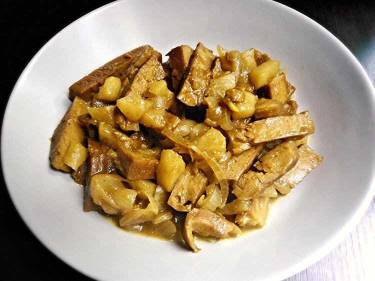 Seitan con mele al curry