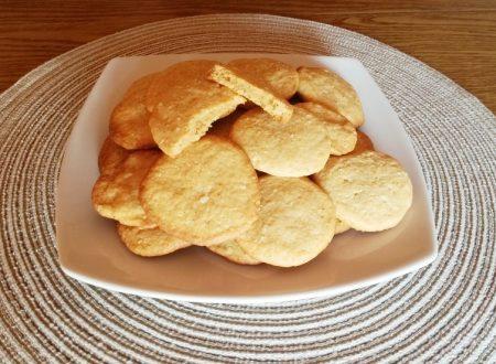 Biscotti salati formaggio e paprika.