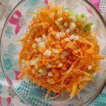 Verdure per insalata estiva di farro e verdure