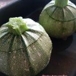 Zucchine tonde ripiene di carne pronte da infornare