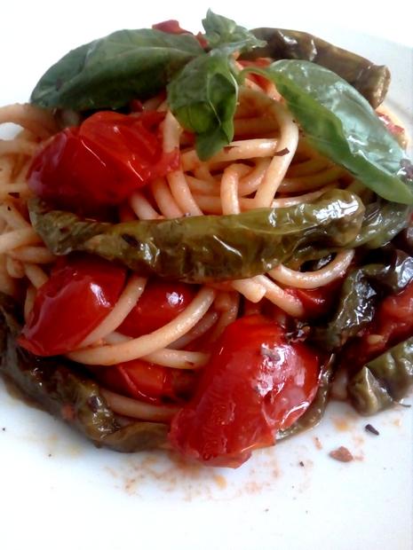 Bucatini Con Peperoncini Verdi Fritti e Pomodoro san marzano