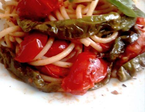 Bucatini Pomodoro e Peperoncini Verdi