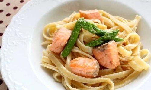 Fettuccine Con Salmone Asparagi e Panna