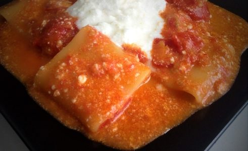 Mezzi Paccheri Con Pomodori e Ricotta