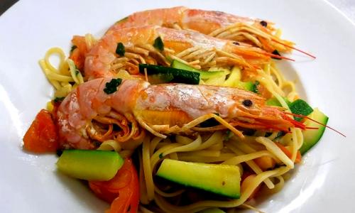 Linguine Con Gamberi, Zucchine e Pomodoro