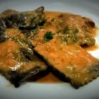 Ravioli di pasta fresca al nero di seppia ripieni di ricotta in salsa di zucca
