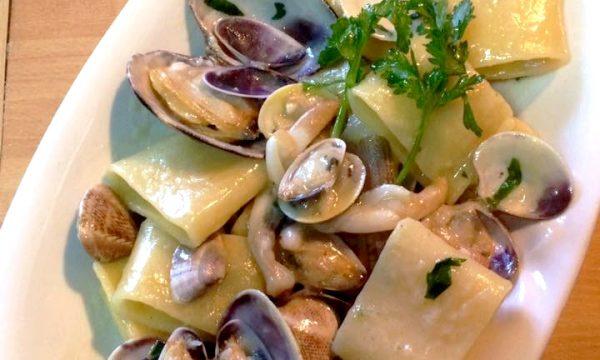 Calamarata con frutti di mare e cannolicchi