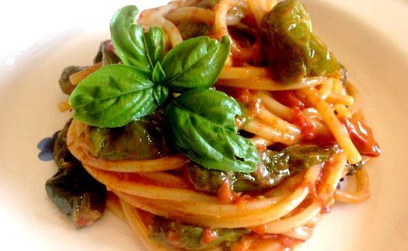 Spaghetti alla chitarra con peperoncini e provola di Agerola