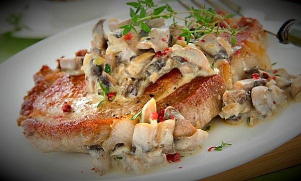 Bistecca con salsa di funghi e panna