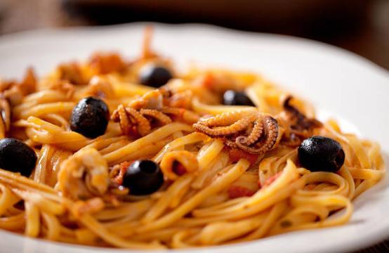 Spaghetti con moscardini alla Luciana