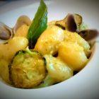 Gnocchi in crema di zucca,zucchine in doppia consistenza,telline e lupini di mare