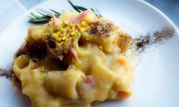 Pasta e patate con Provola,mortadella e granella di pistacchio