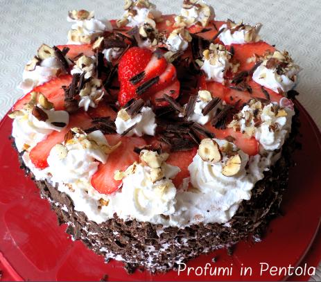 Torta di Fragole, nocciole e cioccolato senza latte e glutine