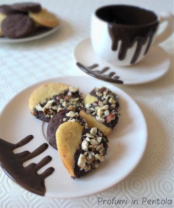Biscotti di pasta frolla senza burro con cioccolato e nocciole